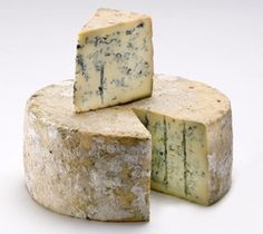 Bleu_de_causses It is a closer relative of Roquefort's that mature in 3 to 6 weeks in the cellars of the Tarn Gorges. Because natural ventilation mode of these cellars, mold flourishes that give it a unique flavor. It has a pleasant aroma fan is creamy and slightly yellowish color.