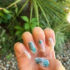 右手はボタニカル ⁑ 少し時間が空いたのでやっと右手できました〜 ⁑ #nail#nailart #nailist #nailsalon #gelnails#selfnail #botanical#summer#leaf#acegel #manaジェル #ryokitamura #organicinorganic #ネイル#ネイリスト#ネイルアート#ネイルサロン#ジェルネイル#夏ネイル#セルフネイル#ボタニカル#ボタニカル柄#ボタニカルネイル#リーフ柄#ターコイズ#メタリックゴールド #手描きアート#左手でもやればできる #できると思えばなんでも描ける
