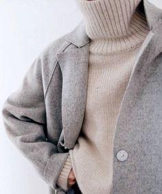 (A Feminine Tomboy) The roll neck jumper, can you live without it? We can't!The roll neck jumper, can you live without it? We can't! Fashion Mode, Minimal Fashion, Look Fashion, Womens Fashion, Fashion Trends, Minimal Style, Minimal Classic, Classic Fashion, Modern Classic