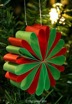 Why not try making some of these Beautiful Paper Christmas Decorations! thelinks… Why not try making some of these Beautiful Paper Christmas Decorations! thelinks… – Christmas crafts for kids {hashtags Christmas Decorations For Kids, Paper Christmas Ornaments, Christmas Activities, Christmas Projects, Kids Christmas, Classroom Christmas Decor, Homemade Christmas, Christmas Christmas, Theme Noel