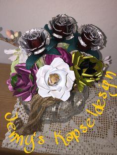 Rosen aus Kaffee und Teekapseln Nespresso, Wreaths, Halloween, Home Decor, Bricolage, Hand Crafts, Kaffee, Flowers, Decoration Home