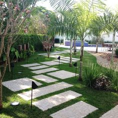 DIY: 6 home improvement ideas for your garden | homify | homify Tropical Landscaping, Landscaping With Rocks, Modern Landscaping, Outdoor Landscaping, Front Yard Landscaping, Outdoor Gardens, Landscaping Ideas, Stepping Stone Paths, Modern Landscape Design
