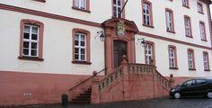 "Theologische Fakultät Fulda ""Bibliotheksgebäude der Theologischen Fakultät (Fulda)"" von self-work - Eigenes Werk. Lizenziert unter Public domain über Wikimedia Commons."