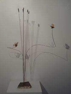 """Anne K Imbert - """"Des papillons près des lavandes"""" #annekimbert #samagra #art #bronzesculpture #sculpture #birds #suspendedsculpture #artcontemporain #contemporaryart"""
