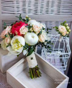 Букет невесты. Пионы и кустовые розы