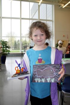 A young artist who participated in activities in the style of Manship (left) and Desjarlait (right)