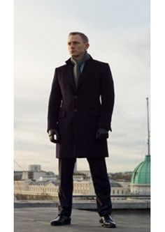 Fine stitching all over this James Bond suit enormously precise and fuses properly with the feature of fineness. James Bond Suit, James Bond Skyfall, Bond Suits, Daniel Craig Skyfall, Daniel Craig Style, Jacket Style, Suit Jacket, Stylish Suit, Menswear