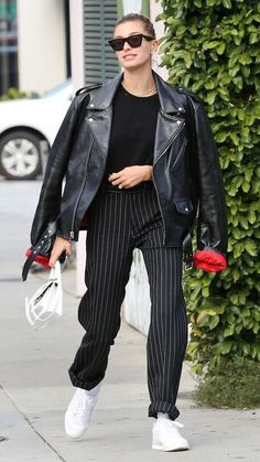 leather jacket outfit Hailey Biebers closet is full of amazing Balenciaga pieces. She put the Hourglass bag on the map, she repeatedly wears her Knife boots, and shes not afraid t Trouser Outfits, Leather Jacket Outfits, Casual Outfits, Cute Outfits, Balenciaga Leather Jacket, Black Leather Jacket Outfit, Biker Jacket Outfit, Best Leather Jackets, Balenciaga Sneakers