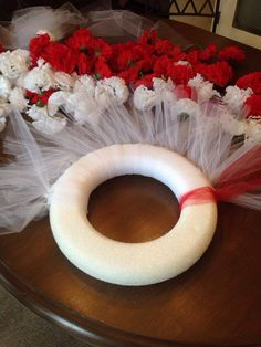 I was admiring all of the of July wreaths on Hometalk and inspiration struck. I decided I wanted to make one for Canada Day. I had an idea in mind, but af… Diy Crafts To Do, Diy Craft Projects, Summer Wreath, 4th Of July Wreath, Canada Day Fireworks, Canada Day Crafts, Canada Day Party, Flip Flop Wreaths, White Carnation
