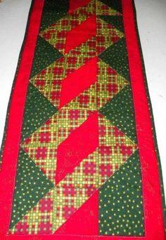Caminho de mesa triangulos entrelaçados – Natal!                                                                                                                                                      Mais