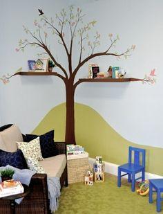 tafel bunt bücherregale baum Kinderzimmer streichen wandgestaltung