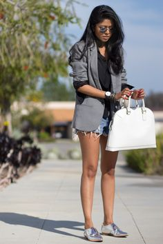 I like, except I would not carry a purse like that.