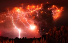 Lightning Strikes Over the Puyehue Volcano  Amazing Pics - highlighting only the best photographs