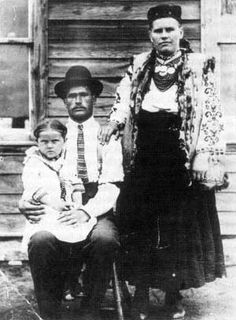 Manitoba History: Ukrainian family at Gardenton, Manitoba in Ukrainian Settlement in Canada History Historic Historical Photos Photographs Pics Pictures Vintage Old West Immigration Canada, Canadian History, Old West, Historical Photos, Ancestry, Genealogy, Ukraine, Vintage Photos, Photographs