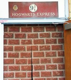 9 3/4 doorway for Harry Potter party? do want!