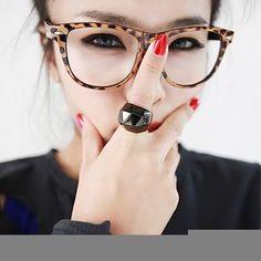 1474069fd52 21 Makeup Tricks for Eyeglass Wearing Girls .