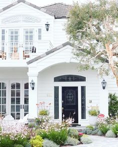 danielleoakeyinteriorsI loooove this house!! Anyone else? #danielleoakeydreamhome