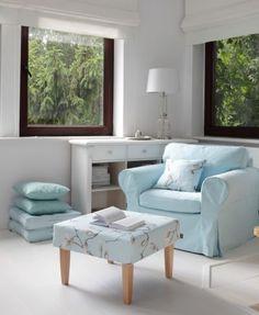 Obývačka v belasej farbe    #obyvacka#podnozka#kreslo#potahnasedacku#IKEA#rimskaroleta Outdoor Furniture Sets, Outdoor Decor, Dining Bench, Accent Chairs, Ikea, House Design, Sewing, Home Decor, Upholstered Chairs