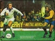 Leicester City 1 Everton 2 in Sept 1972 at Filbert Street. Keith Weller and Mike Bernard  in action #Div1