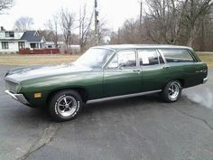 1971 Ford Torino Wagon We had this car in red. I bought it used, then drove down to Florida where Dorothy was with the kids at grandma's. We all drove home together. Ford Lincoln Mercury, Ford Taurus, Vintage Cars, Antique Cars, Station Wagon Cars, Sports Wagon, Ford Torino, Ford Classic Cars, Old Fords