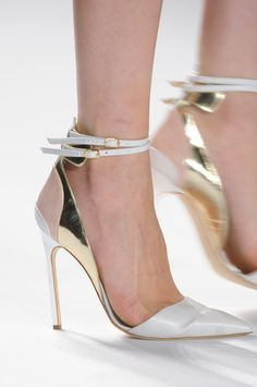 Dior white and gold pumps Dream Shoes, Crazy Shoes, Me Too Shoes, Pretty Shoes, Beautiful Shoes, Hot Shoes, Shoes Heels, Footwear Shoes, Women's Shoes