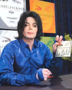 Today in 2001 #MichaelJackson hosts his first ever album signing event in NYC. #MJFAM #Moonwalker #KingOfPop
