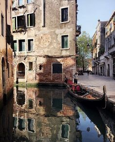 Let's go explore Venice. - Let's go explore Venice. Venice Travel, Italy Travel, Old Town Italy, Driving In Italy, Italy Landscape, Landscape Photos, Venice Painting, Capri Italy, Venice Italy