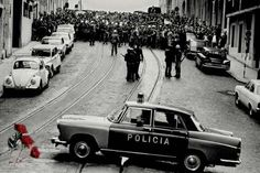 "April 1974 – Carnation Revolution: A leftist military coup in Portugal overthrows the fascist ""Estado Novo"" regime and establishes a democratic government (V) Antique Photos, Old Photos, History Of Portugal, 25 Avril, Military Coup, Beyond Beauty, Back In The Day, Vintage Photography, Portuguese"