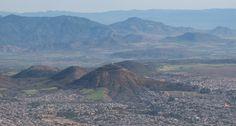 Uno de los muchos privilegios de la ciudad de México es encontrarse abrazada por sierras y volcanes que realzan su belleza.