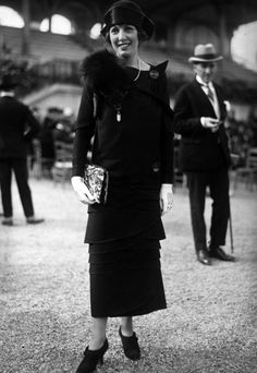 Getty imagesCurved Dress by Seeberger Freres on Getty Images
