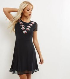 Embroidered Meshed Skater Dress from New Look €39,99