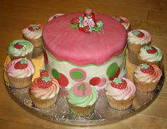 cake idea..... love the colors and the strawberrys