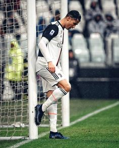 Cristano Ronaldo, Cristiano Ronaldo Juventus, Juventus Fc, World Best Football Player, Soccer Players, Cr7 Wallpapers, Sports Wallpapers, Premier League, Fifa
