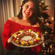 Ας είναι αυτές τις γιορτές τα τραπέζια μας γεμάτα με τους αγαπημένους μας ανθρώπους... Τα φαγητά έρχονται δεύτερα... Σας εύχομαι τα πιο γλυκά Χριστούγεννα, γεμάτα υγεία, αγάπη και πολλά πολλά χαμόγελα!!! 🎄#myblissfood #christmaseve #santaiscoming #bloggerlife #foodblogger #merrychristmas #familytime