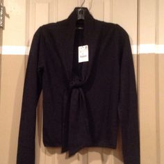 BEAUTIFUL ZARA KNT SWEATER WITH FRONT TIE BEAUTIFUL ZARA KNT SWEATER WITH FRONT TIE....SIZE SMALL....BLACK AND BEAUTIFUL. WHAT MORE COULD THE CLASSIC LADY ASK FOR.... Zara Sweaters V-Necks
