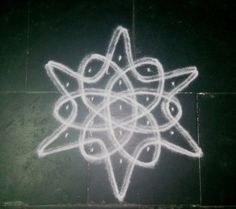 HOW TO DRAW A SIMPLE CHIKKU KOLAM Simple Rangoli Border Designs, Rangoli Simple, Indian Rangoli Designs, Rangoli Designs Latest, Free Hand Rangoli Design, Small Rangoli Design, Rangoli Designs With Dots, Rangoli With Dots, Beautiful Rangoli Designs