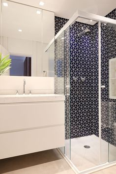 If you have a small bathroom in your home, don't be confuse to change to make it look larger. Not only small bathroom, but also the largest bathrooms have their problems and design flaws. Bathroom Design Layout, Bathroom Design Small, Bathroom Interior Design, Modern Bathroom, Layout Design, Bathroom Designs, 3d Design, Bathroom Ideas, Design Ideas