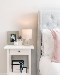 55 choices unique bedside table ideas and tips to choose the right it for your bedside - Trends Cozy Hous Admin Unique Bedside Tables, Bedside Table Decor, Side Tables Bedroom, Nightstand Ideas, Ikea Side Table, White Side Tables, Room Ideas Bedroom, Home Decor Bedroom, Side Bed