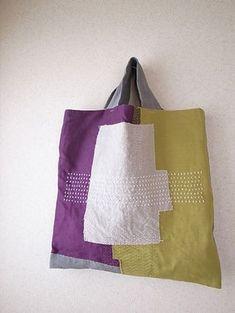 Petanko bag of stitch scratchy bag · whimsical robot of Sashiko Sacs Tote Bags, Fabric Tote Bags, Sashiko Embroidery, Japanese Embroidery, Diy Sac, Art Bag, Craft Bags, Linen Bag, Quilted Bag