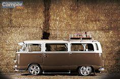 Vw T2 Camper, Vw Bus T2, Volkswagen Bus, Classic Trucks, Classic Cars, Kombi Clipper, Combi Ww, Vw Wagon, Bus Interior