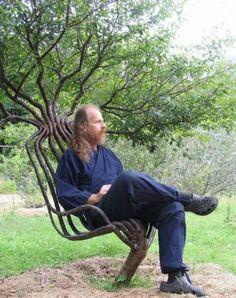 木を成長させて椅子を作る仙人みたいな人を発見した!21世紀盆栽スタイル