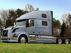 Volvo is better then Peterbilt Peterbilt, Freightliner Trucks, Big Rig Trucks, New Trucks, Custom Trucks, Volvo Cars, Volvo Trucks, Trailers, Volvo Amazon