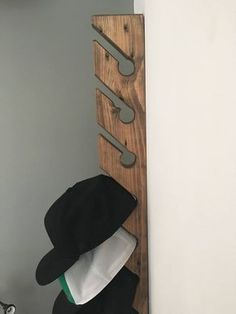 Woodworking For Beginners Tools Code: 3968292087 Best Woodworking Tools, Woodworking Bench, Woodworking Crafts, Woodworking Joints, Woodworking Machinery, Wooden Projects, Wood Crafts, Diy Hat Rack, Wall Hat Racks