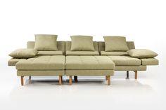 Die Amber Gruppe mit Hocker von Brühl. The Amber corner sofa and stool from Brühl.