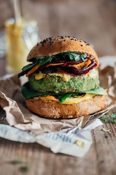 Green Monster Vegan Burger with sweet corn and peas, topped with beet and sweet potato chips and bathed in spicy vegan mayo. Jamie Oliver&Ellie Goulding recipe | TheAwesomeGreen.com