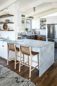 There is no question that designing a new kitchen layout for a large kitchen is much easier than for a small kitchen. A large kitchen provides a designer with adequate space to incorporate many convenient kitchen accessories such as wall ovens, raised. Open Kitchen, Country Kitchen, Kitchen Dining, Kitchen Cabinets, Kitchen Backsplash, Kitchen Countertops, Kitchen Appliances, Updated Kitchen, Kitchen Flooring