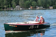 """""""Popeye"""" is Glacier Lakes' 2016 Featured Boat. This 1960 16′ Jersey Speed Skiff is owned by Don and Bonnie Bergman. Conceived in the 1920's, developed in the 30's-40's, became popular in the 1950's, Jersey Speed Skiffs transitioned to fiberglass in the 1960's and became an APBA national racing class."""