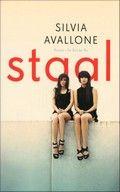 Staal van Silvia Avallone. Debuut. De vriendschap van twee pubermeisjes in een Italiaans industriestadje wordt op de proef gesteld als de liefde in hun leven komt. ook verfilmd.