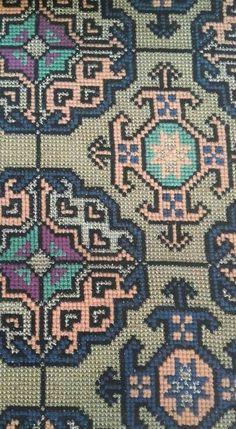 Cross Stitch Tree, Cross Stitch Embroidery, Embroidery Patterns, Cross Stitch Patterns, Palestinian Embroidery, Needlepoint, Bargello, Needlework, Oriental