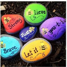 68 ideas for painting rocks ideas easy bee Pebble Painting, Dot Painting, Pebble Art, Stone Painting, Bee Rocks, Creative Arts Therapy, Inspirational Rocks, Happy Rock, Arts And Crafts